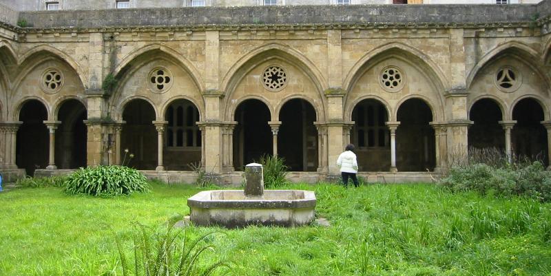 Symmetric polygon patterns in a churchyard