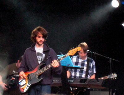 Bass and keyboard of Jack Peñate on stage