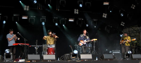 Fanfarlo on the main stage at Haldern Pop 2010