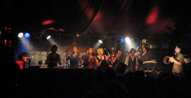 Ed Harcourt and guests on stage in the Spiegelzelt