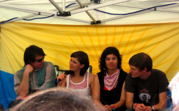 Dear Reader answering questions at Haldern Pop 2009