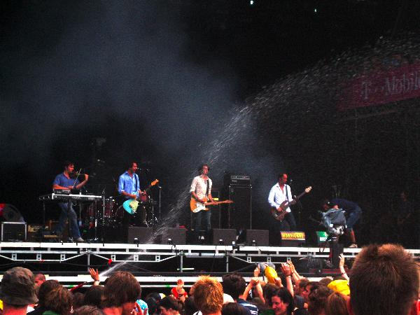 dEUS playing at Hurricane 2006 with water being sprayed on the audience