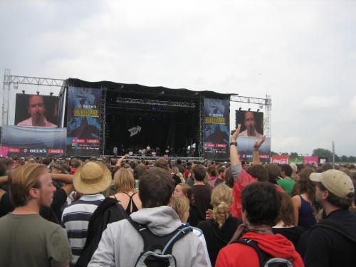 Virginia Jetzt on stage.