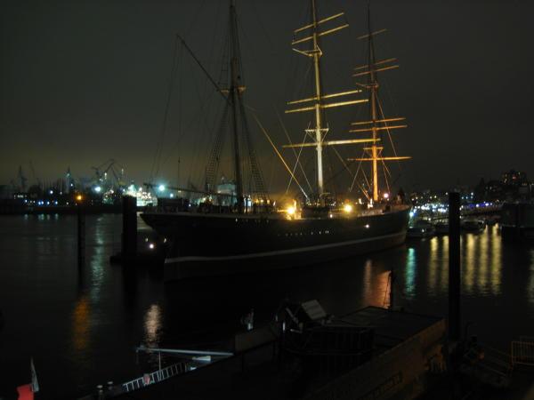 Ship in the dark at Landungsbrücken