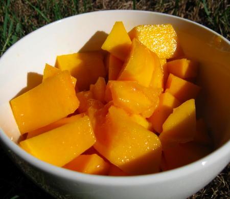 Cut mangoes