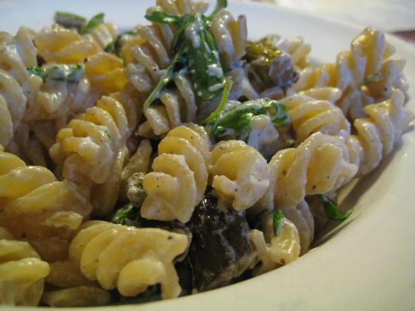 Pasta with asparagus-ricotta sauce