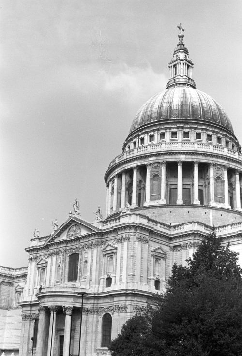 Black and White photo of St. Paul's cathedral in London