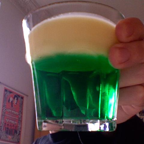 Photo of a glass with Waldmeister Jelly and Custard