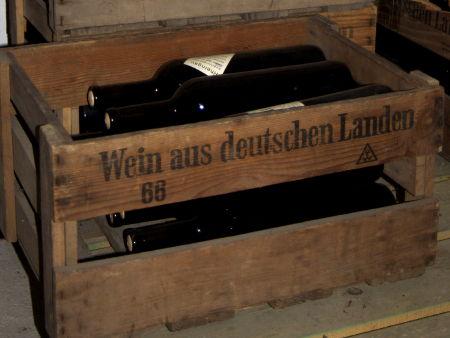 Wine crate saying 'Wein aus deutschen Landen'