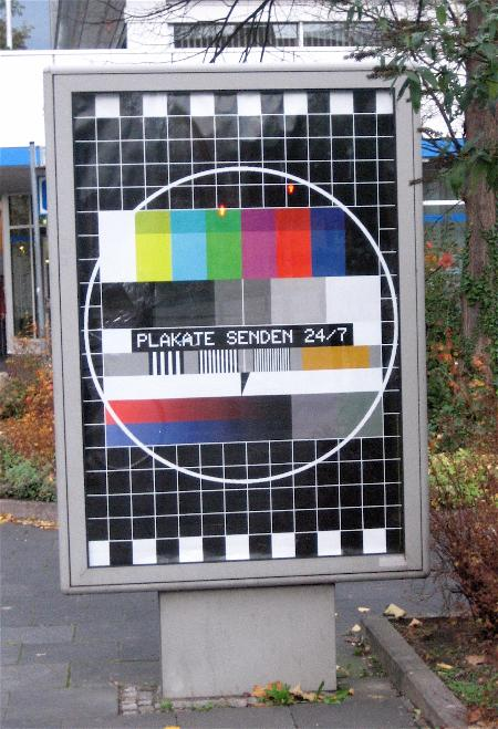 Poster with a TV test picture saying 'Plakate senden'
