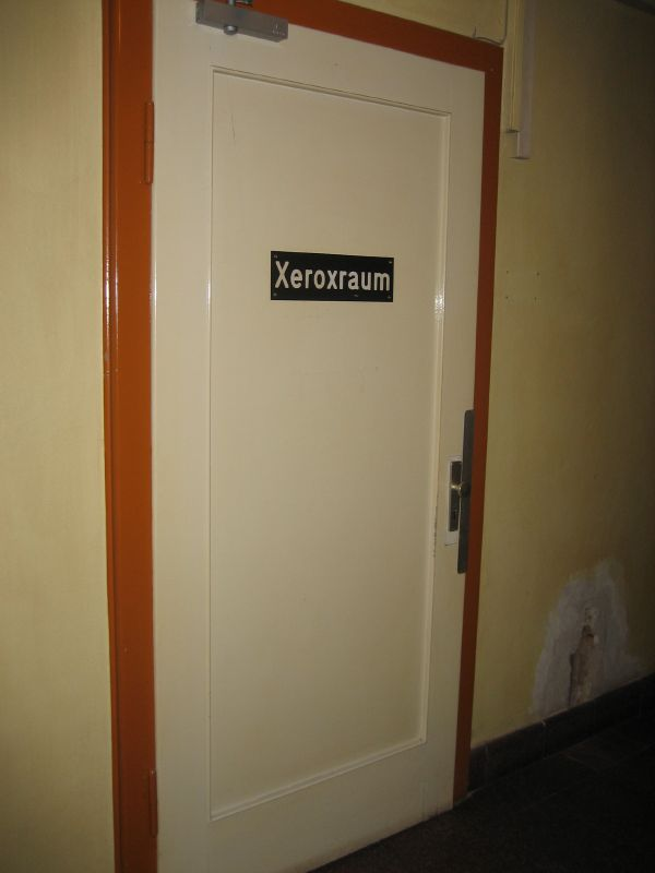 Photo of a door with a sign saying 'Xeroxraum'