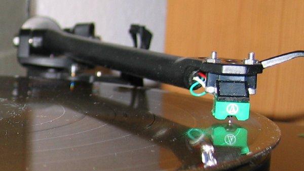 Photo of tone arm playing Hurricane Bar